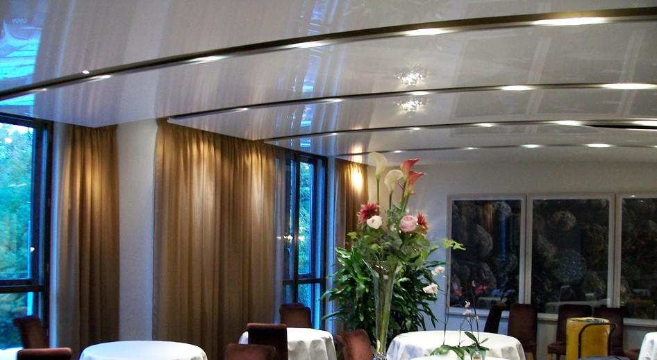 stretch-suspended-bar-restaurant-ceiling-image-1