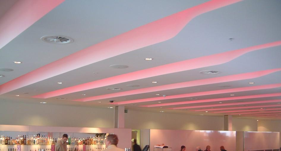 stretch-suspended-bar-restaurant-ceiling-image-19