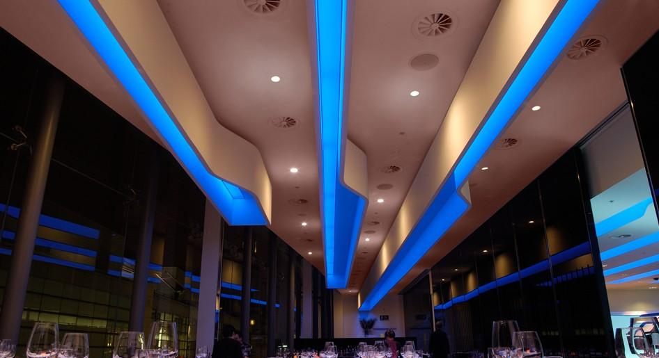 stretch-suspended-bar-restaurant-ceiling-image-24
