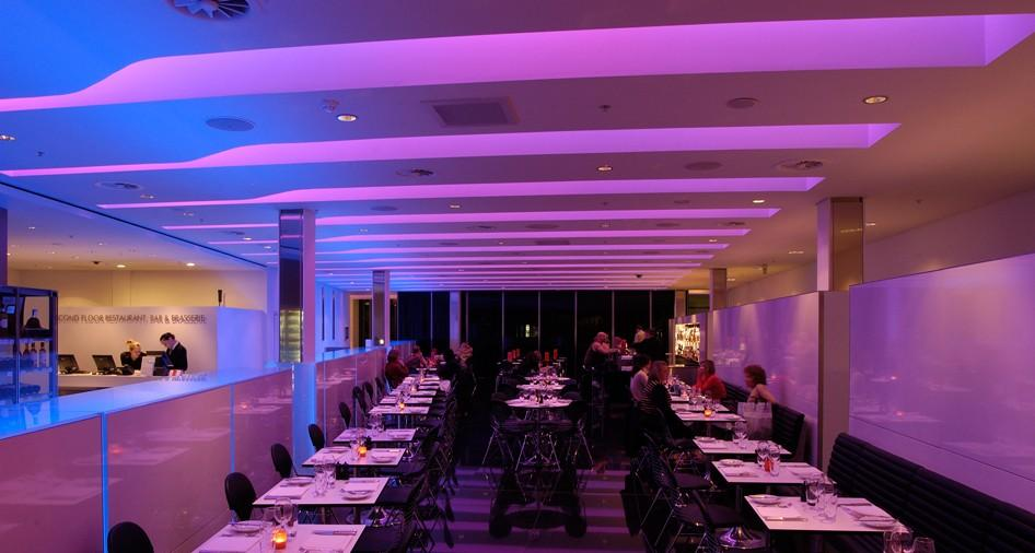 stretch-suspended-bar-restaurant-ceiling-image-26