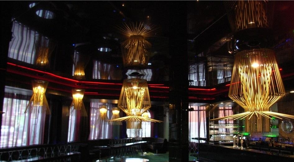 stretch-suspended-bar-restaurant-ceiling-image-46