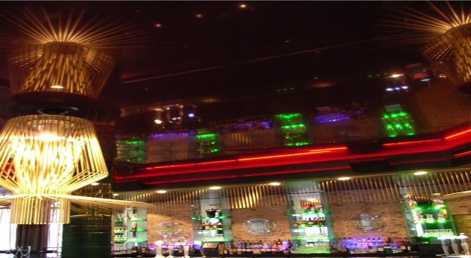 stretch-suspended-bar-restaurant-ceiling-image-47
