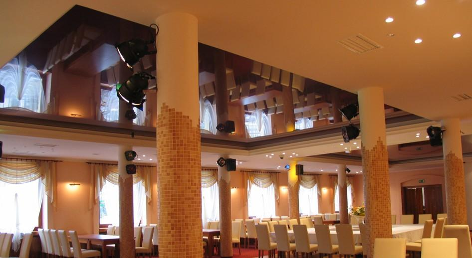 stretch-suspended-bar-restaurant-ceiling-image-6